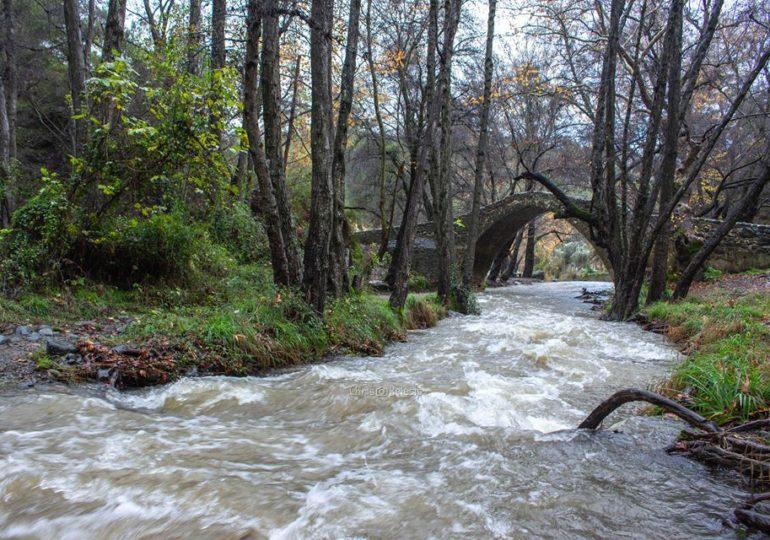 Βροχές χρυσάφι ανά το παγκύπριο - Ελαφριά χιονόπτωση στο Τρόοδος (Pic-Vid)