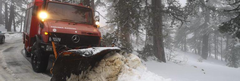 Κατάσταση οδικού δικτύου λόγω των καιρικών συνθηκών (09:36) - Ξεπέρασε το μισό μέτρο το χιόνι