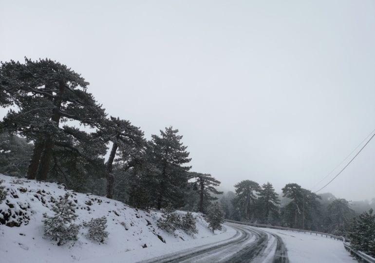 Δείτε τη ζωντανή μετάδοση της χθεσινοβραδινής ισχυρής χιονοκαταιγίδας (Βίντεο/Εικόνες)
