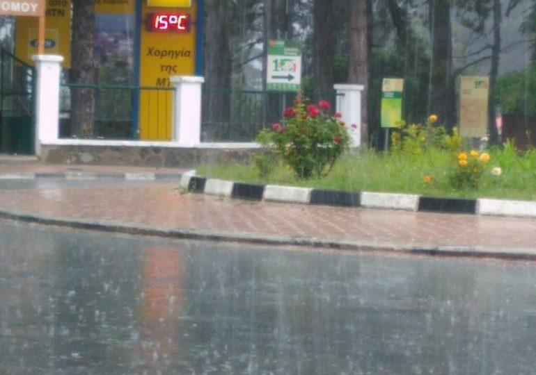 Έκτακτο δελτίο - Ισχυρές καταιγίδες σε εξέλιξη (εικόνες/βίντεο) (Update 2)