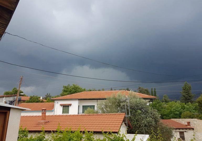 Έκτακτο δελτίο - Ισχυρές καταιγίδες σε εξέλιξη (Update 1) (Eικόνες/Bίντεο)