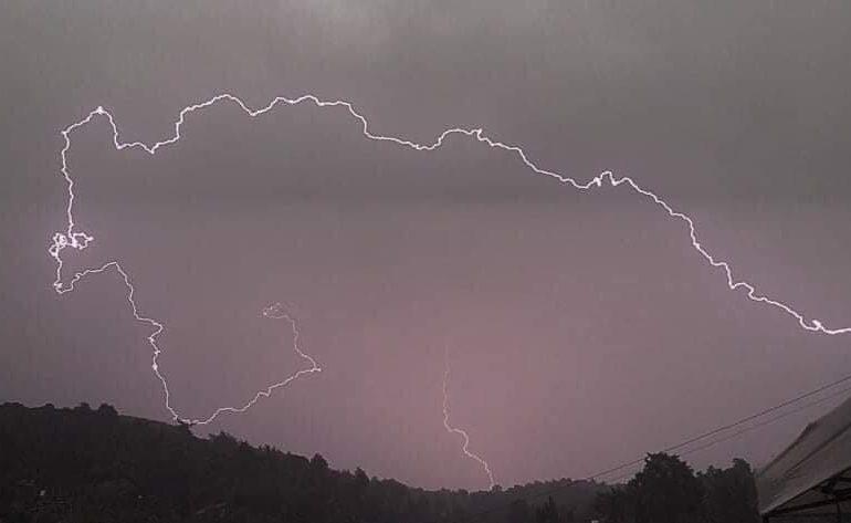 Συνεχίζουν κατά διαστήματα οι τοπικές βροχές/καταιγίδες για ακόμη 48 ώρες