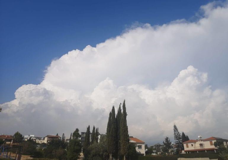 Ισχυρή καταιγίδα σε εξέλιξη στα ορεινά/ημιορεινά
