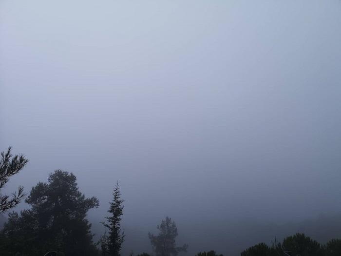 Συνεχίζουν οι ελαφριές βροχές και η πυκνή ομίχλη