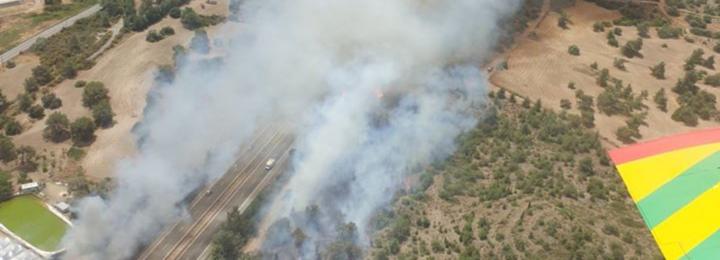 Έκτακτο: Πυρκαγιά πλησίον του αυτοκινητόδρομου στο ύψος του Κόρνου - Έκλεισε μέρος του αυτοκινητόδρομου
