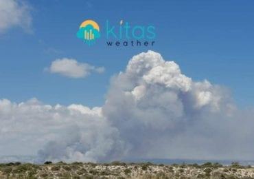 Ανεξέλεγκτη πυρκαγιά μεγάλων διαστάσεων μεταξύ Πραστειού και Αυδήμου (Εικόνες/Βίντεο)